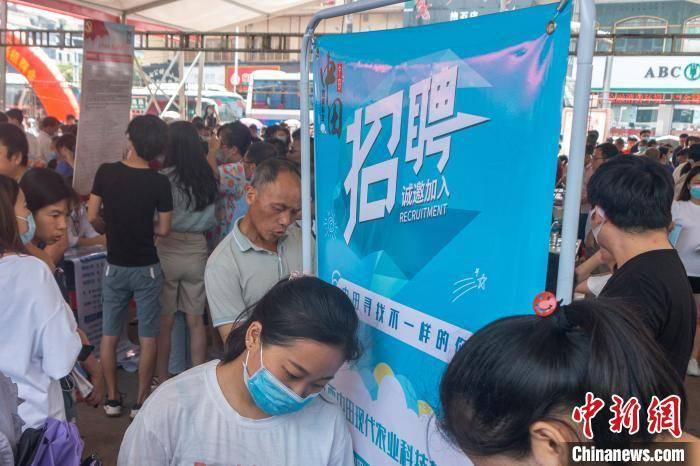 江西新余举办专场招聘会精准施策破解就业难题