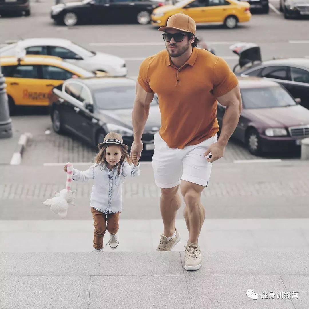 55cm臂围的肌肉硬汉,看了他的奶爸日常,我都想生娃了 初级健身 第24张