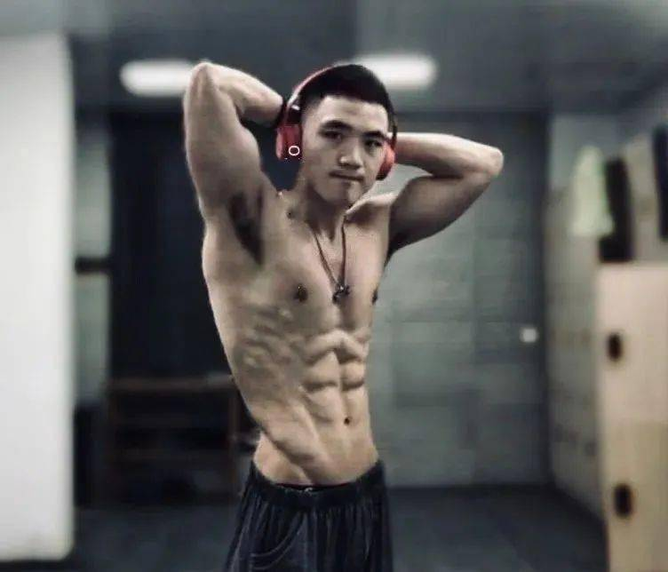 """自带公狗腰的肌肉男,""""小钢炮""""都是怎么练成的? 中级健身 第11张"""