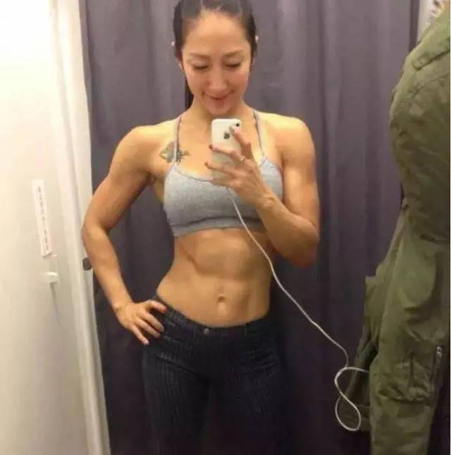 按照肌肉维度排序,这5位健身女神你更喜欢谁? 中级健身 第3张