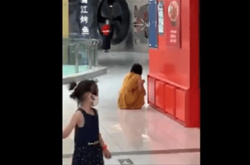 北京商场大哭女子隔离期多次外出:门磁报警器为何未起作用?