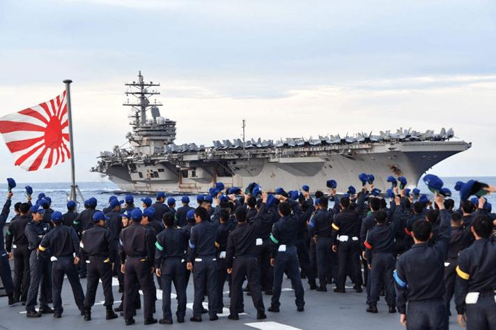 美军双航母演习后赖在南海不走 又带着日本自卫队舰船演练