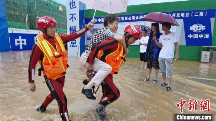 江西景德镇洪灾见闻:无论风雨多大我们在一起