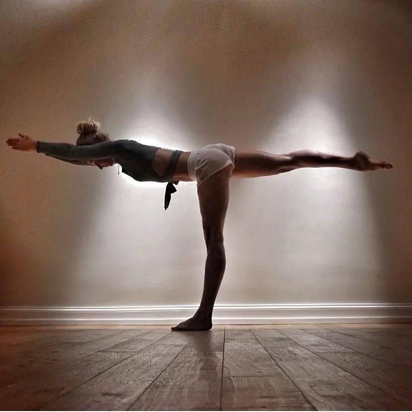 """一套高强度""""加强核心瘦腰""""的练习!(瑜伽进阶必练)"""