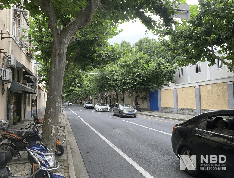 """房龄90年、单价30万!上海学区房也疯狂,中介称""""你来晚了"""""""