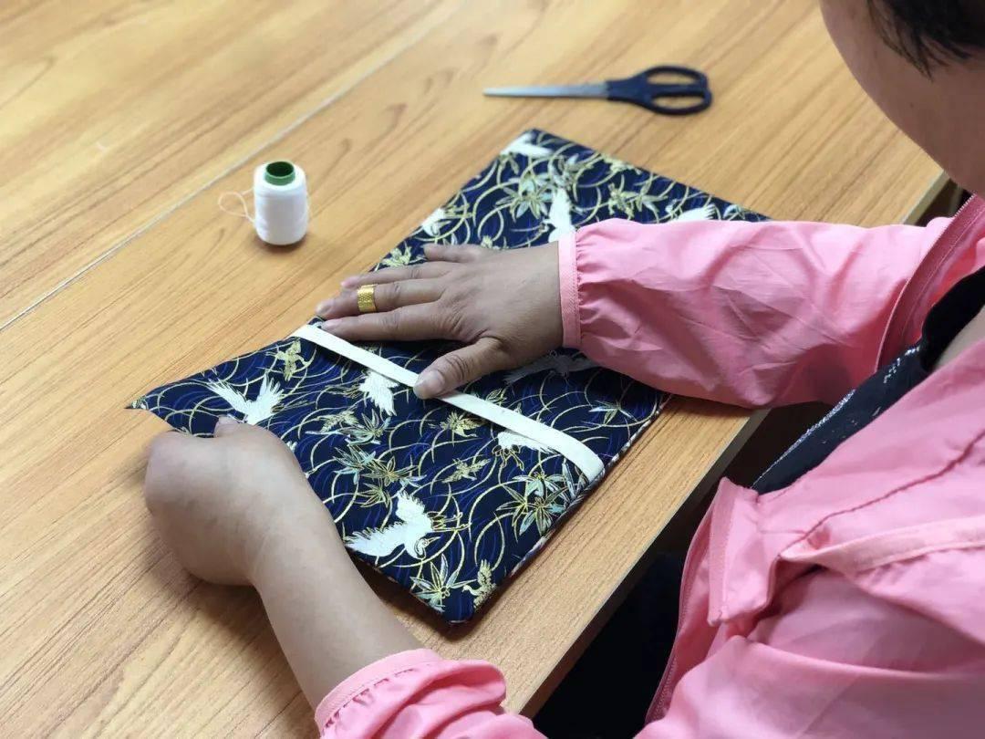 【新时代文明实践月新港】书香读书布书皮DIY