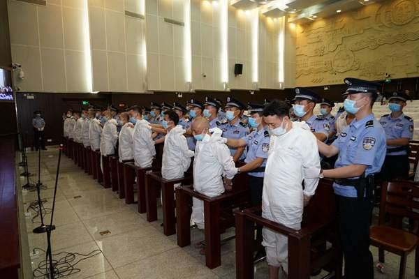 """湖南黑社会性质组织""""康氏集团""""覆灭 27名成员一审获刑"""
