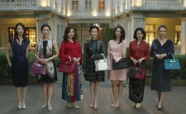 """谁在为《三十而已》的爆火买单?掉入奢侈品消费""""陷阱""""的中国年轻一代"""
