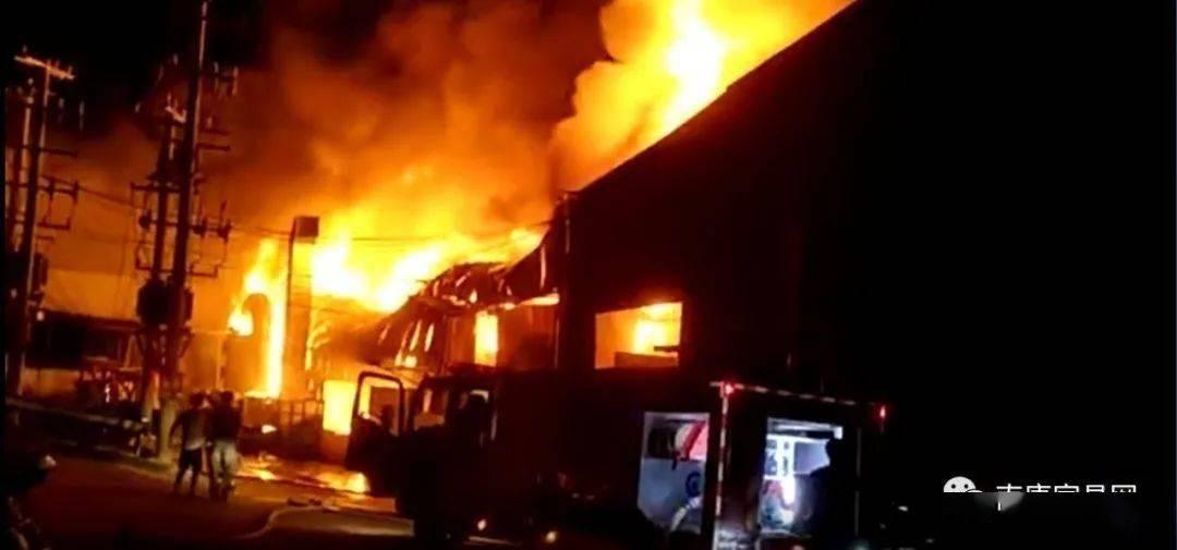 南康朱芳的一座厂房 生机勃勃 浓烟烈焰 损失惨