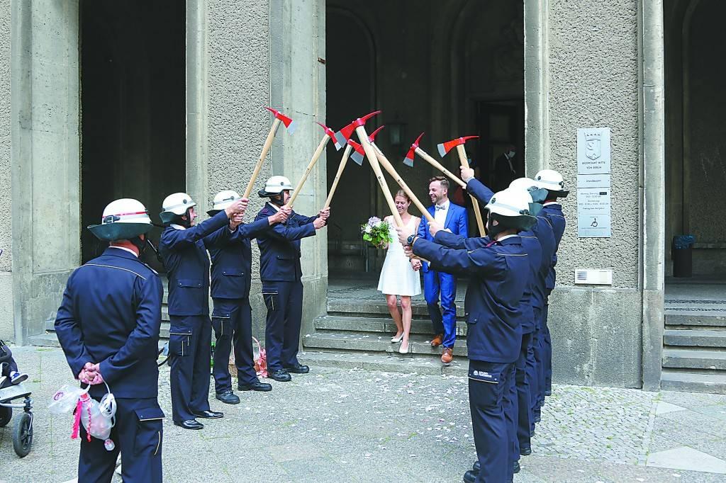特殊时期德国人在大街上办婚礼_德国新闻_德国中文网