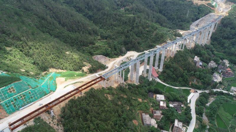 广东高速公路首次试点应用云茂高速钢板组合梁技术填补空白
