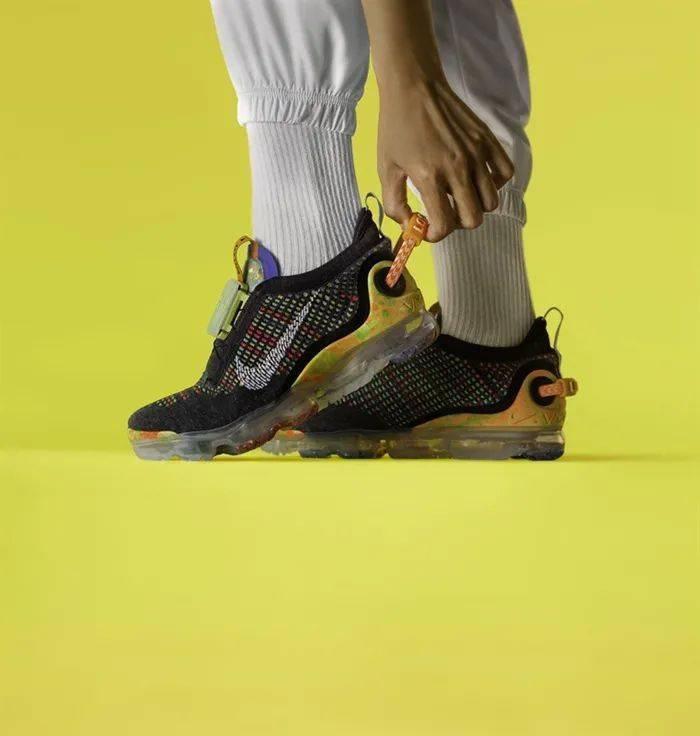 勒布朗送少年「特殊球鞋」,设计师道出真相,让人超感动!插图(19)