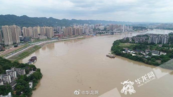 嘉陵江2号洪水 来袭 磁器口古镇商铺正提前转移