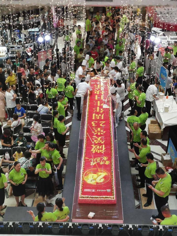 桂林这个地标性建筑人山人海,原来是为了…