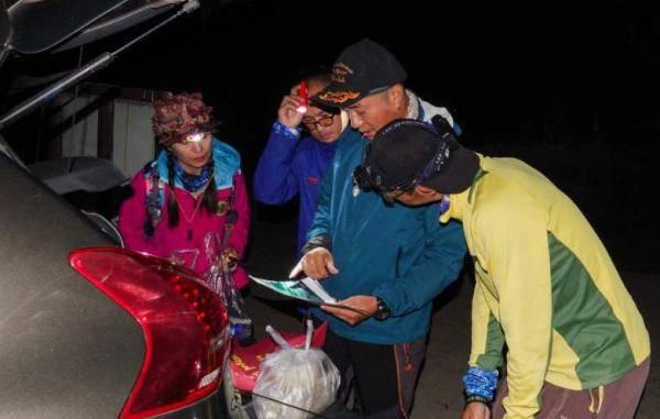 独自徒步爬苍山失联5天一事,父亲一条朋友圈令人痛心,4000米悬崖搜救画面曝光