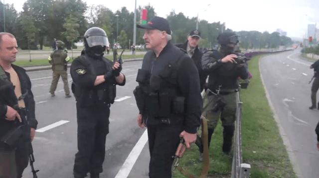 白俄羅斯總統再次持槍亮相 這是盧卡申科最近第二次持槍亮相