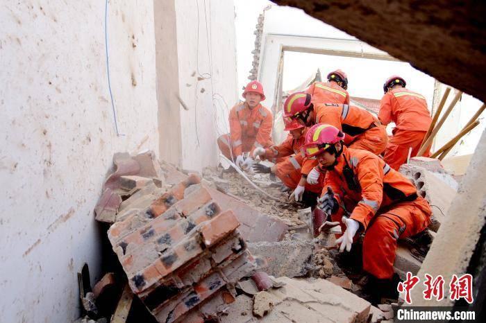 山西沁县一所房屋疑似液化气瓶发生爆炸,造成