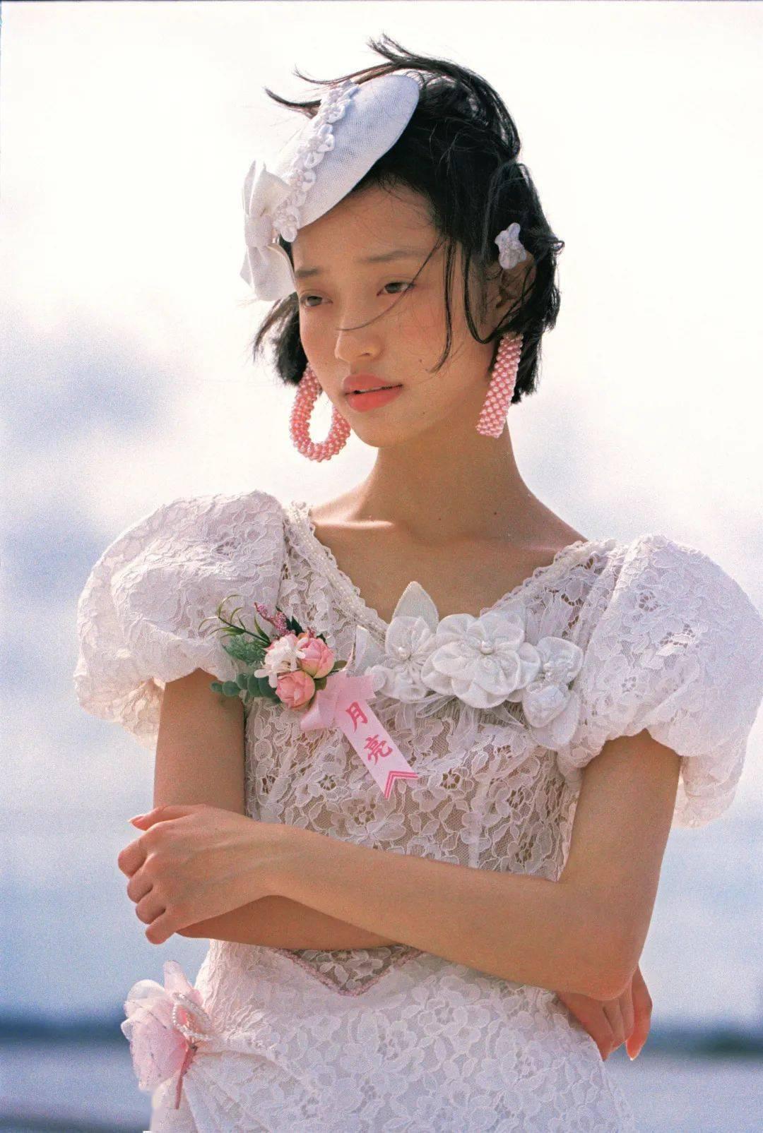对准新娘们说:结婚时间可以重合,但妆容不可以!
