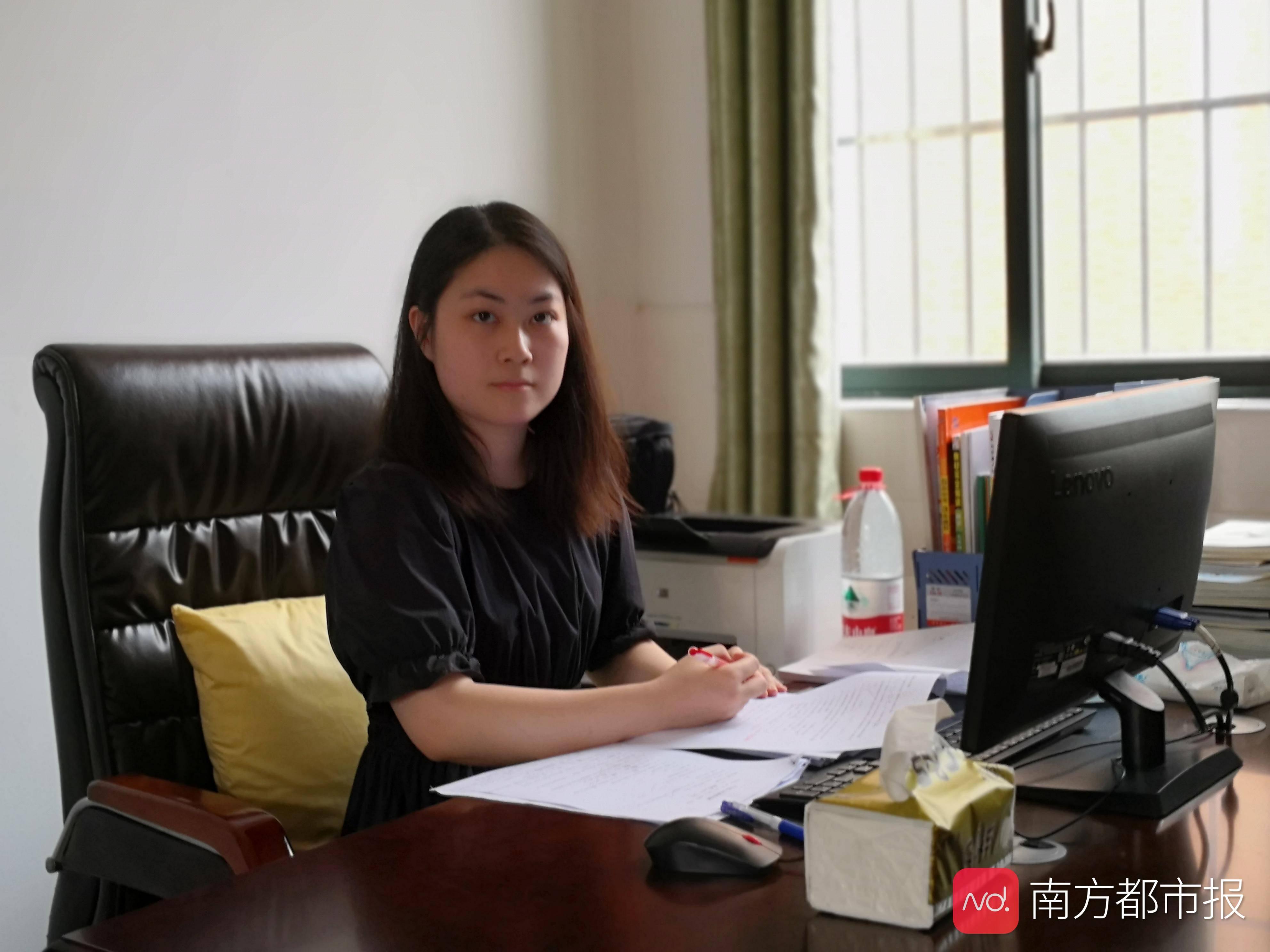北大毕业放弃高薪入职一民办学校,珠海95后教师引热议