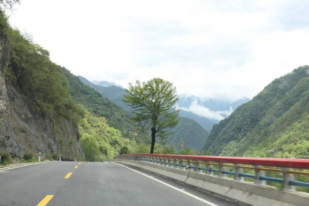 轰动了驴友圈的公路:从人间通往天堂,原来只需六小时!
