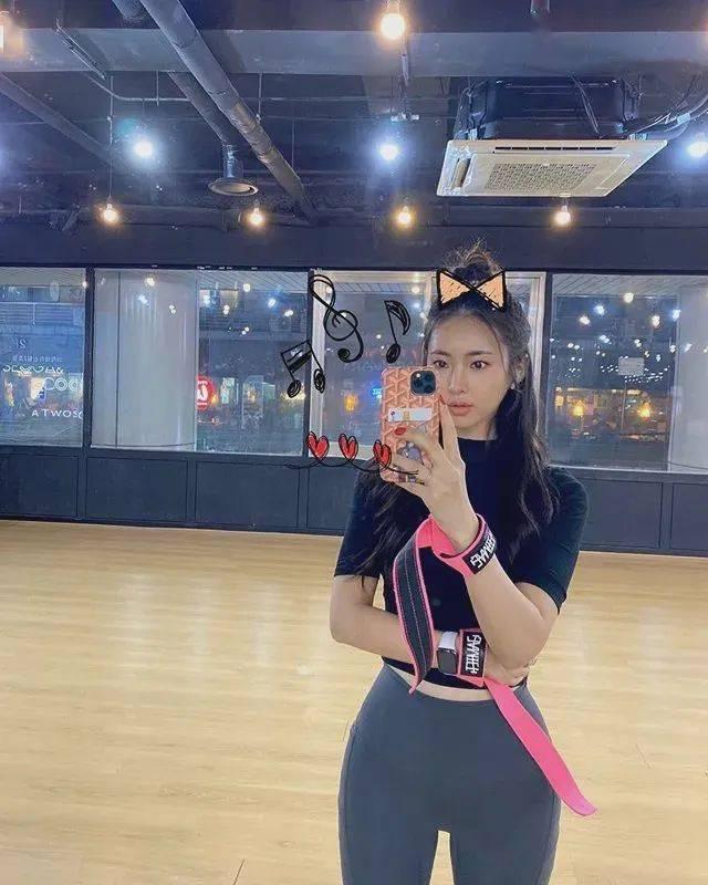 青春可爱的健身小姐姐,你喜欢吗?