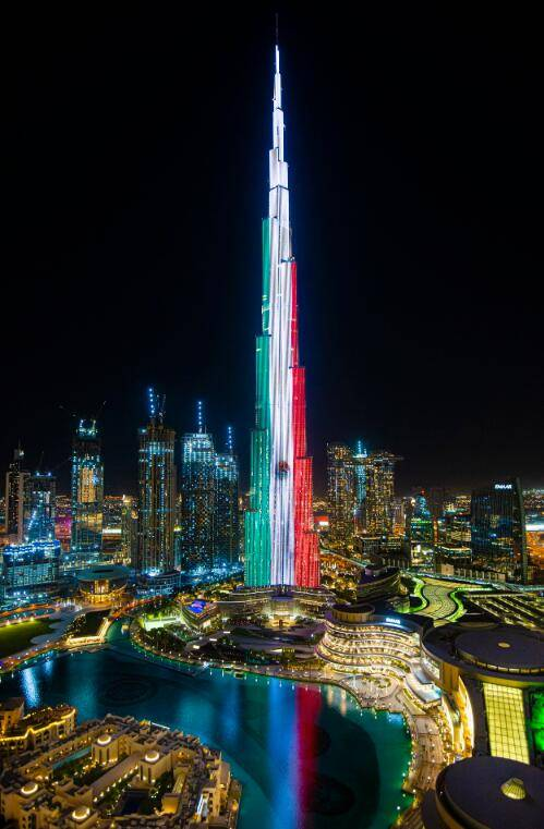 墨西哥庆祝独立210周年 世界多个高塔亮起