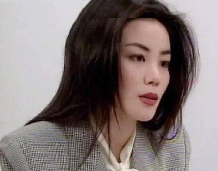 为什么51岁的王菲比50岁的钟丽缇看着年轻?