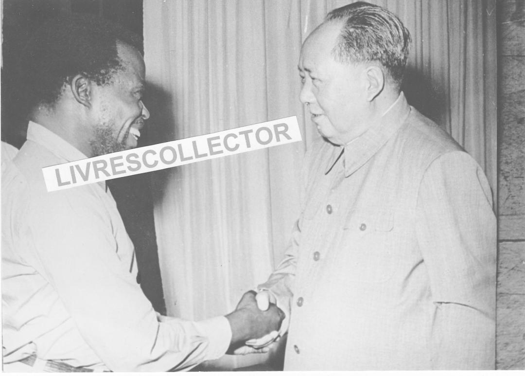 """游击队之一,""""刚果最高革命委员会""""的执行局主席苏米亚洛还跑来中国取经,并受到了毛主席的接见。"""