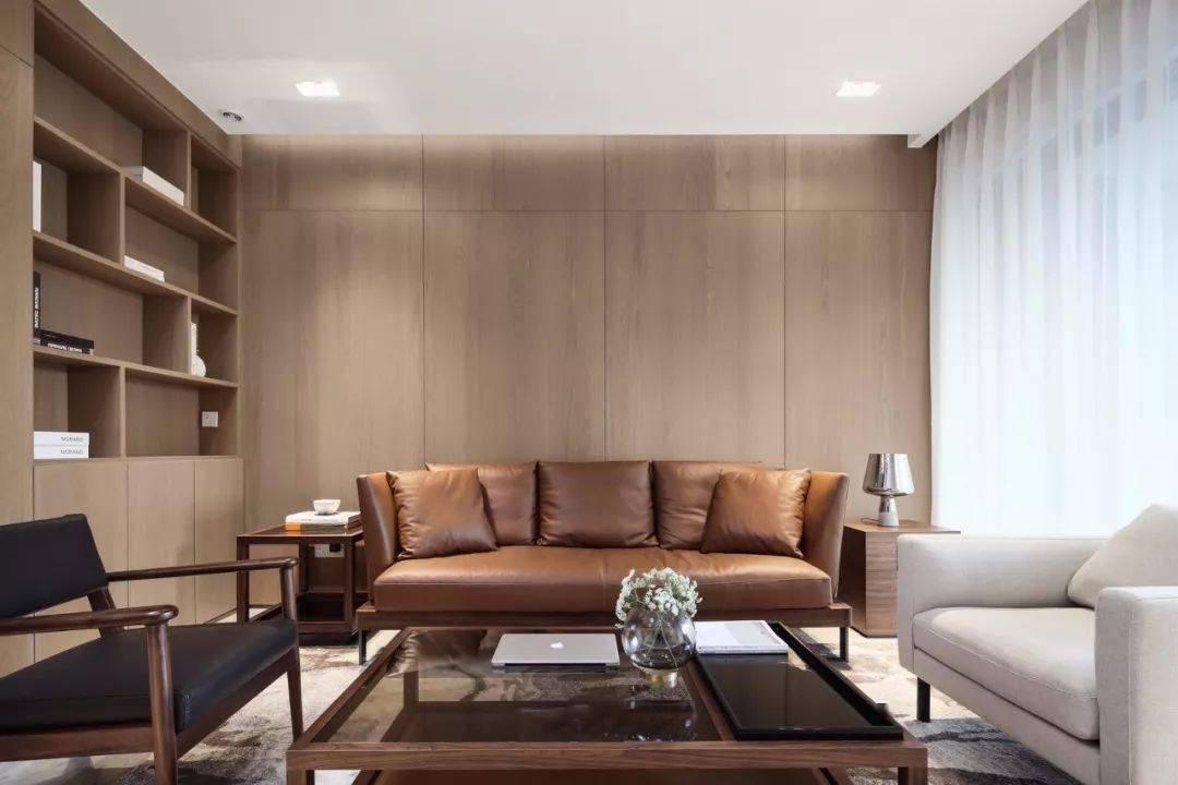 <strong>小户型做个木质的沙发配景墙,让客厅变</strong>