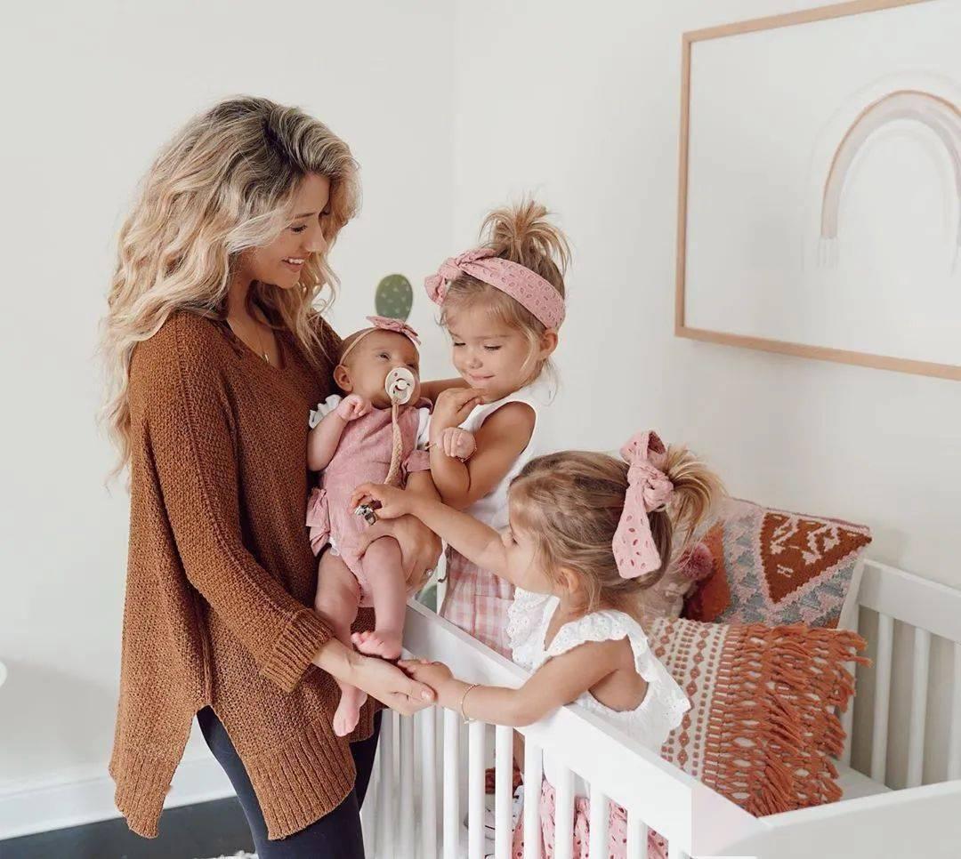 30岁十八线女演员,4年生4个网红宝宝,全家住进双层大别墅