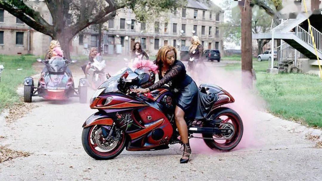 美国纯女子摩托团体Caramel Curves创始人Nakosha Smith