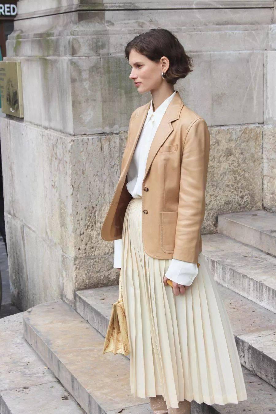 """秋天了,你穿""""这5件外套 裙子"""",巨时髦巨显瘦!"""