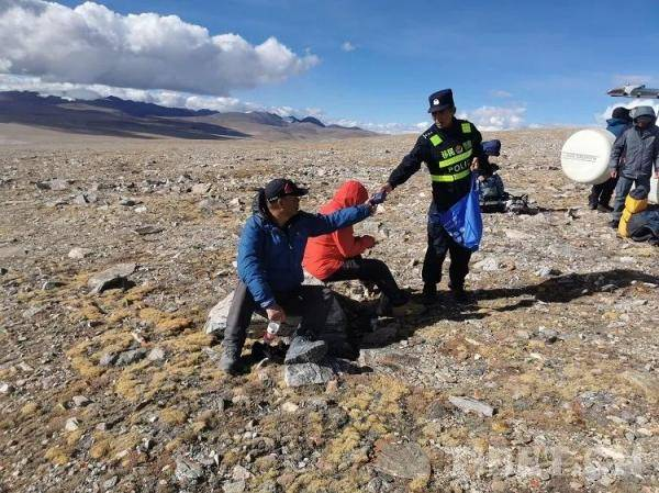 四名自驾游游客迷路被困西藏警方搜救成功