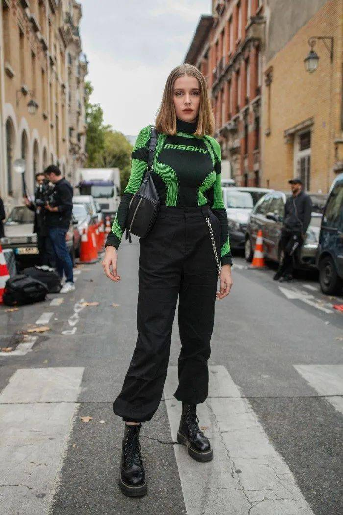 马丁靴+裙子,马丁靴+工装裤……又酷又撩,时髦炸了!     第28张
