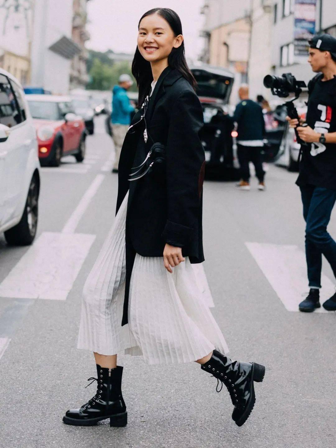 马丁靴+裙子,马丁靴+工装裤……又酷又撩,时髦炸了!     第17张