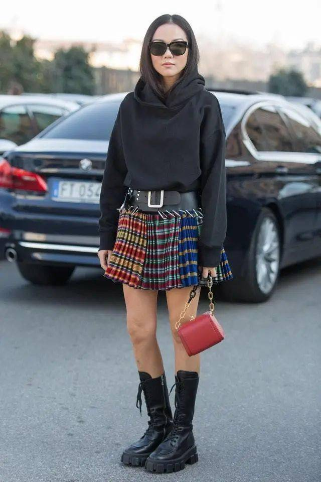 马丁靴+裙子,马丁靴+工装裤……又酷又撩,时髦炸了!     第66张