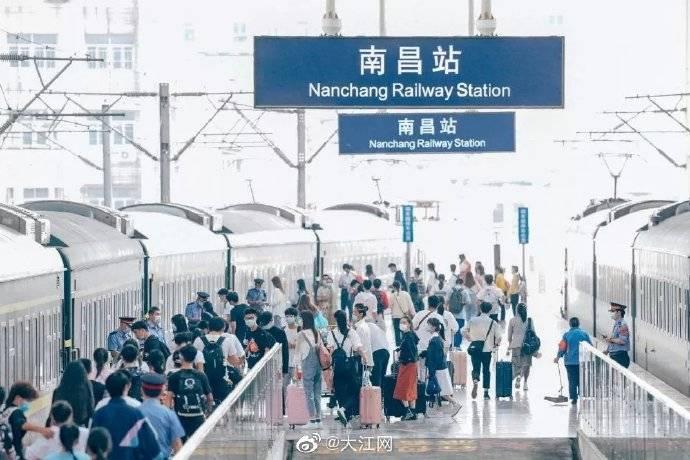 """""""国庆""""""""中秋""""双节运输11天 南铁预计发送旅客932万人次"""