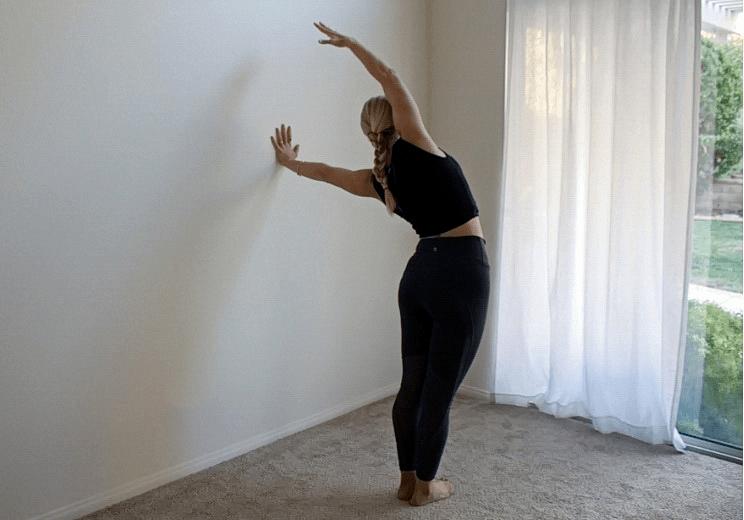 9个靠墙就能练习的瑜伽拉伸体式,拉伸效果杠杠滴!