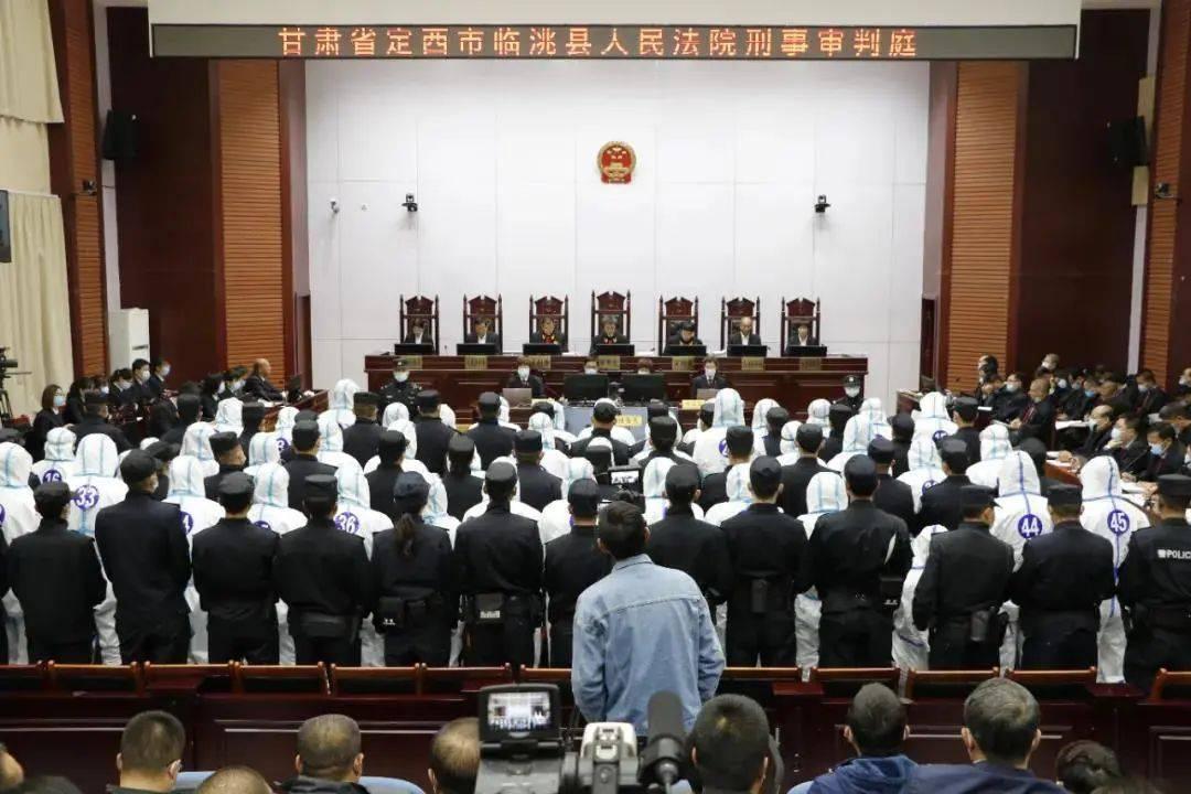 【扫黑除恶】郑某某等52人涉嫌组织、领导、参加黑社会性质组织案今日开庭审理
