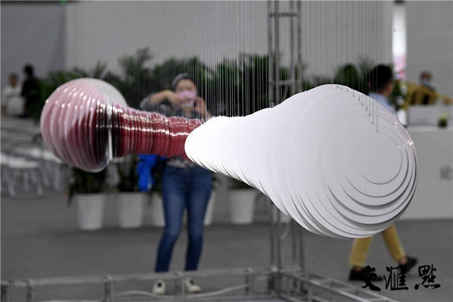 """""""2020我用艺术向你致敬"""" 南京扬子当代艺术博览会开展"""