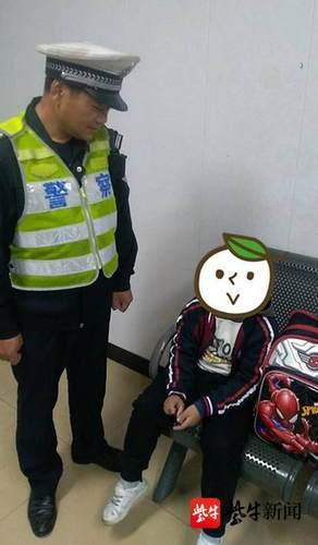 放学接孩子被调查中途 酒