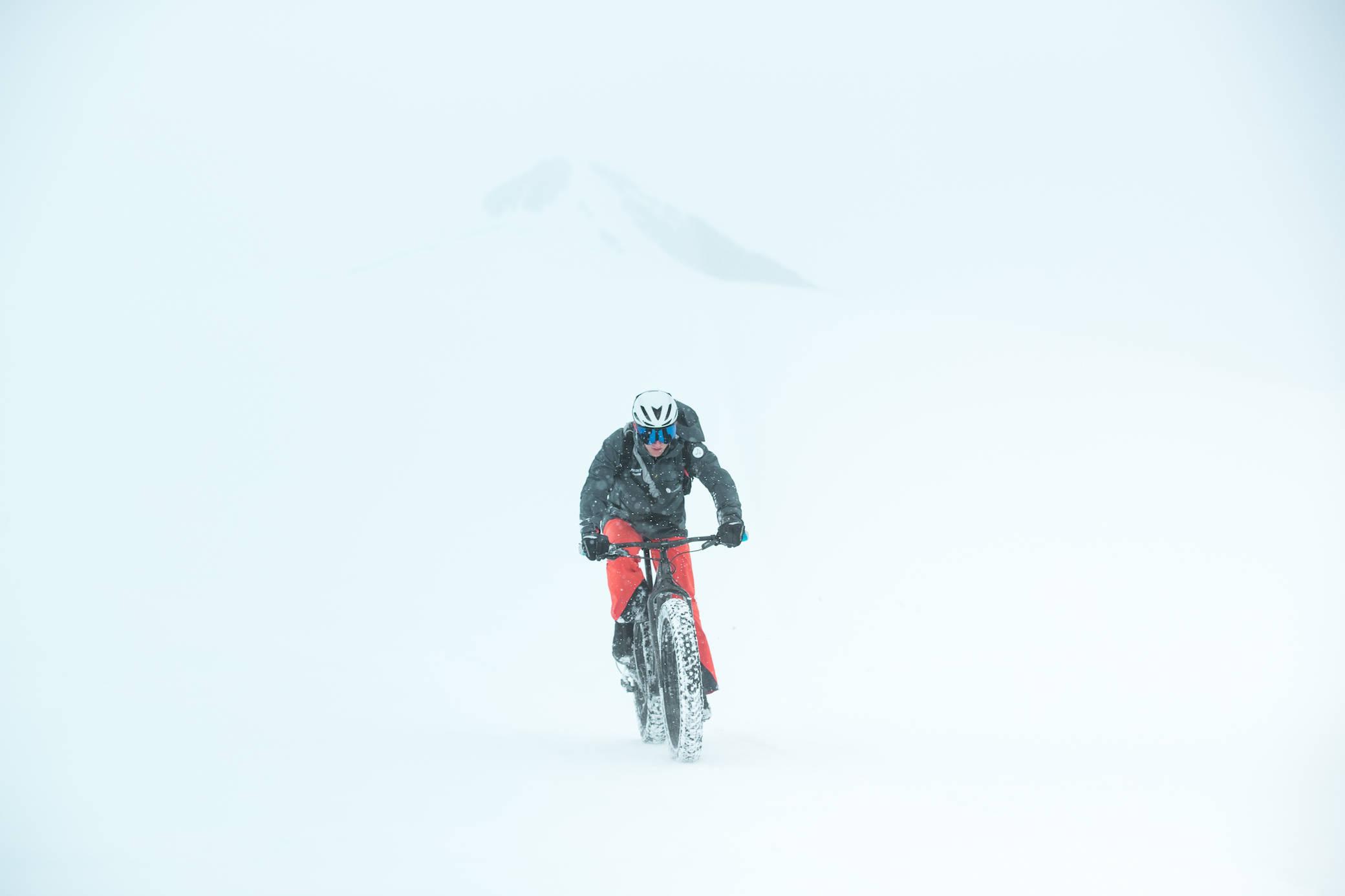 73小时的疯狂挑战,他在南极完成人类首个超级铁人三项