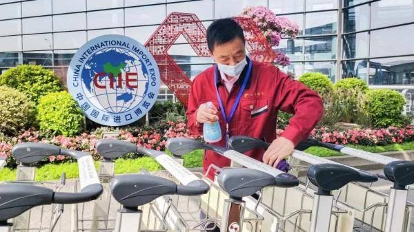 《【天游在线娱乐注册】进博元素扮靓上海两大机场,服务保障再升级》