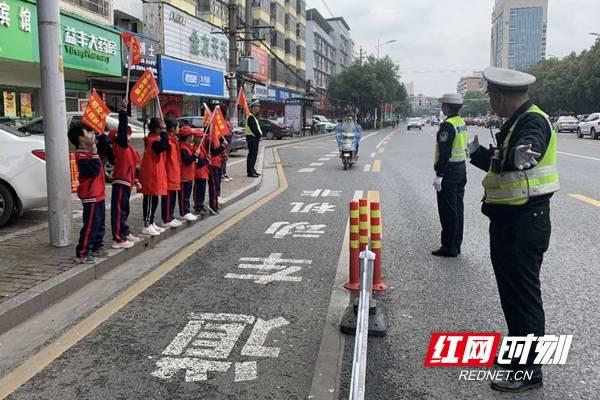 邵阳交警从细节入手夯实城区交通管理