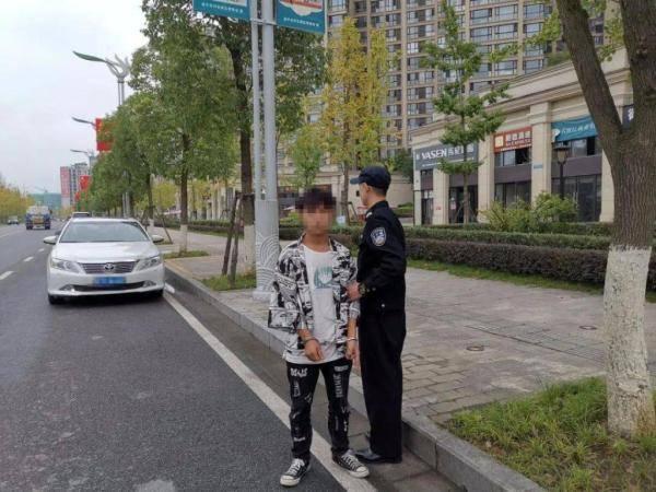 疯狂作案30余起,遂宁这个砸车玻璃盗窃财物的团伙被抓了!