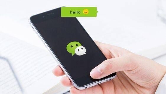 微信朋友圈强推置顶直播功能,网友吐槽:丑出天际、恶心