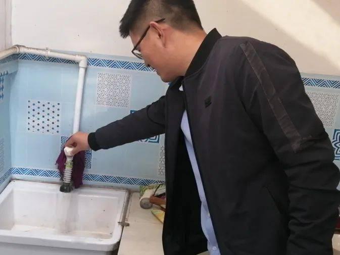 亚英体育  各乡镇水利专业人员到中楼镇举行贫困户饮水宁静抽查(图3)