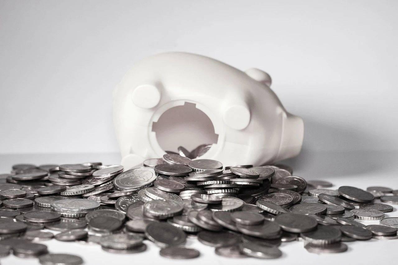 熬夜省钱的中年人,给孩子花钱眼都不眨