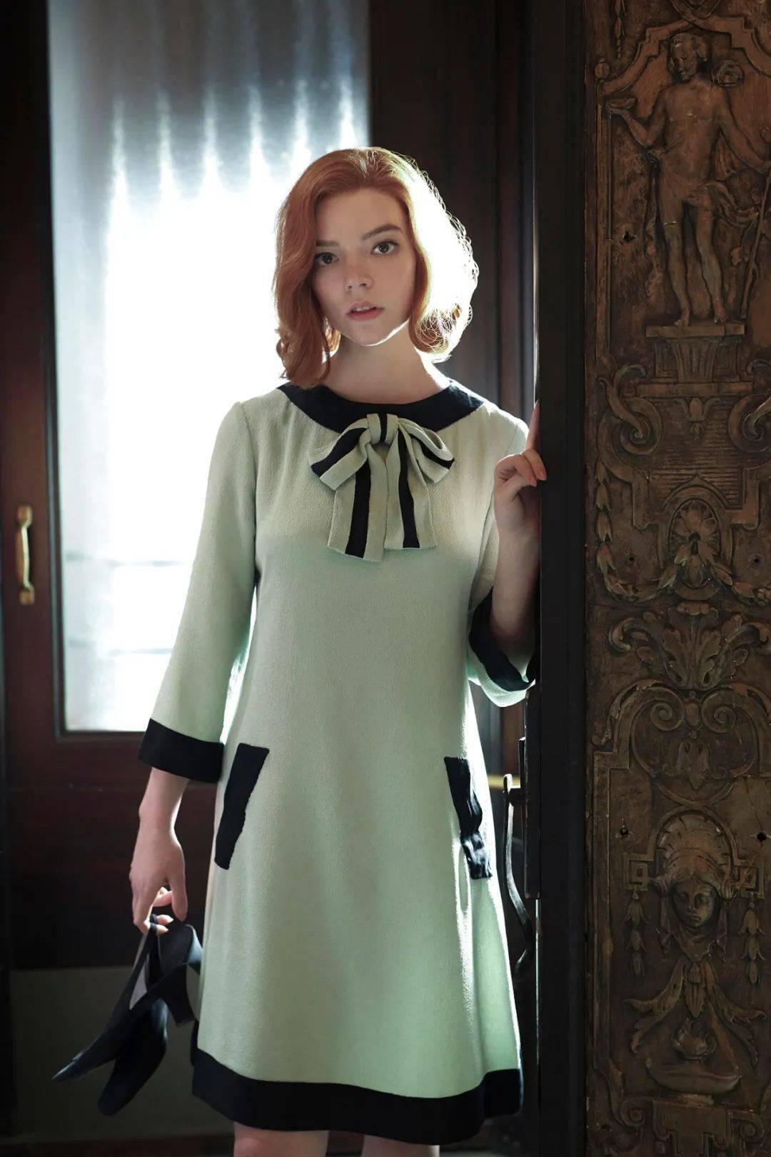 最近被她刷屏了!穿得那么美其实全靠这几样单品_年代