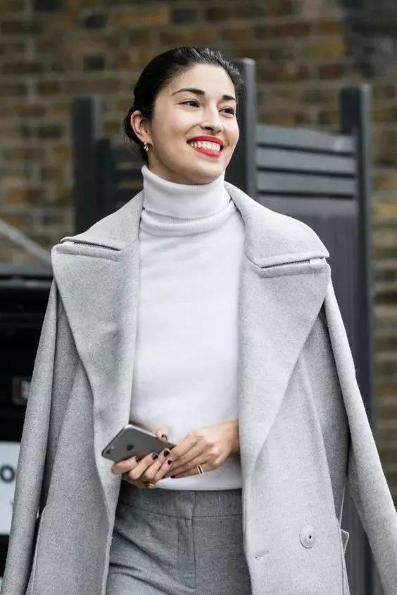 1件小高领的45种时髦穿法,这个冬天美翻了!